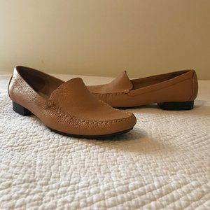 Women's Talbots Tan Leather Loafers Flats Size 8 B